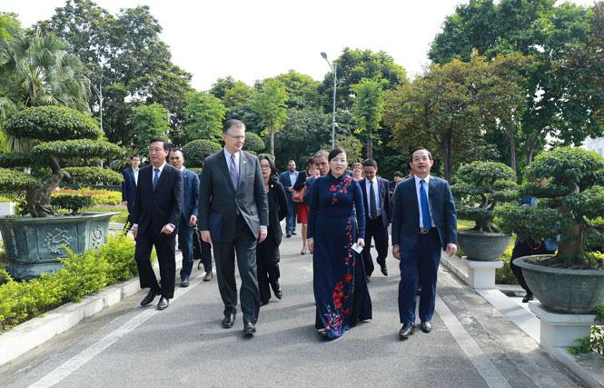 Đại sứ Hoa Kỳ tại Việt Nam thăm và làm việc với Thái Nguyên   - Ảnh 1.