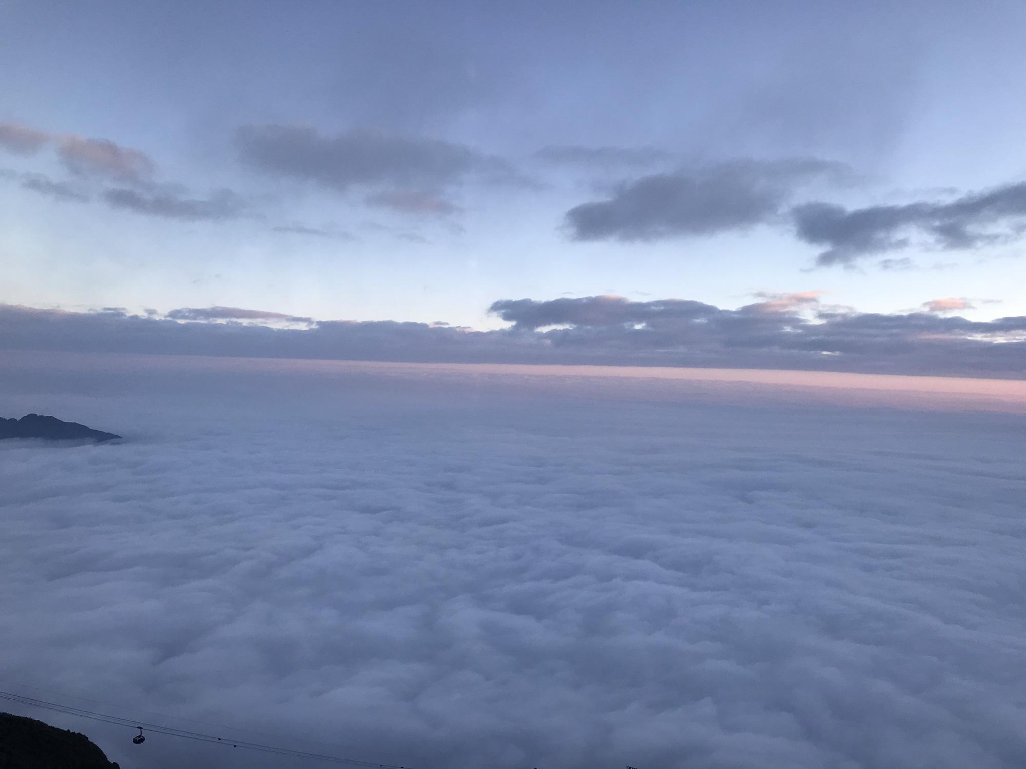 Lào Cai: Đỉnh Fansipan đã xuất hiện băng giá, không khí lạnh tăng cường bao trùm miền Bắc - Ảnh 2.