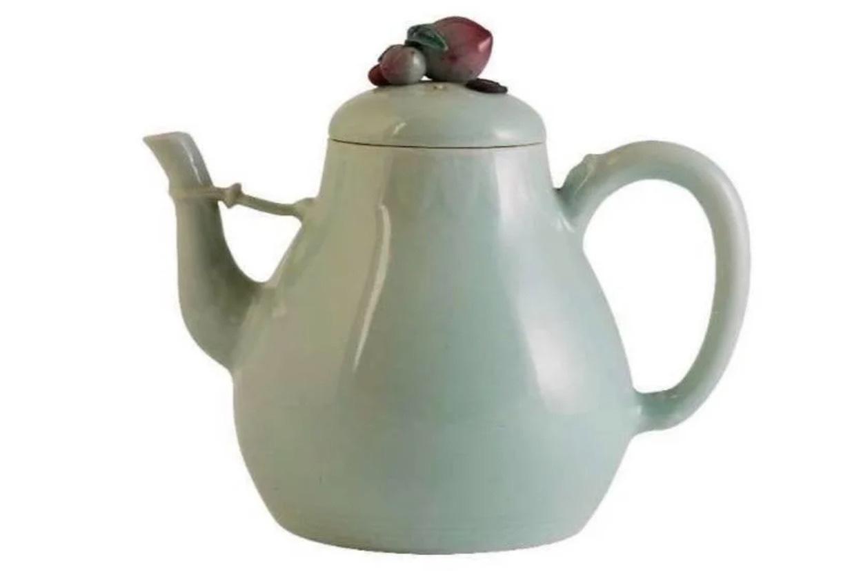 Ấm trà Trung Quốc đấu giá 1,3 triệu USD có lai lịch ra sao? - Ảnh 1.