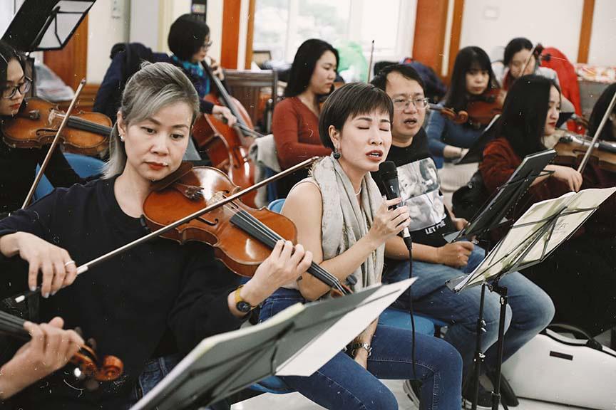 Uyên Linh, Phạm Anh Khoa miệt mài tập luyện cho đêm nhạc The Beatles Symphony   - Ảnh 3.