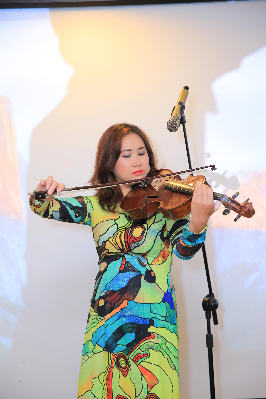 Nghệ sĩ Việt làm show Broadway gây quỹ ủng hộ miền Trung - Ảnh 1.