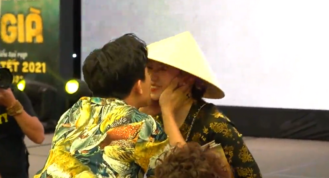 """Trấn Thành sững sờ vì Hari Won xông tới sự kiện, tuyên bố đánh ghen với """"tiểu tam"""" - Ảnh 1."""