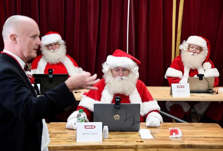 Ảnh: Khắp nơi trên thế giới chào đón Giáng sinh năm 2020 theo cách đặc biệt - Ảnh 12.