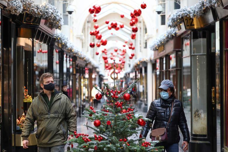 Ảnh: Khắp nơi trên thế giới chào đón Giáng sinh năm 2020 theo cách đặc biệt - Ảnh 3.