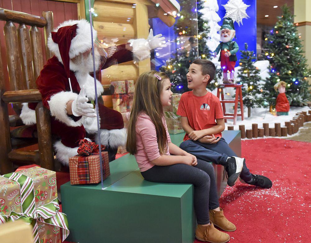 Ảnh: Khắp nơi trên thế giới chào đón Giáng sinh năm 2020 theo cách đặc biệt - Ảnh 4.
