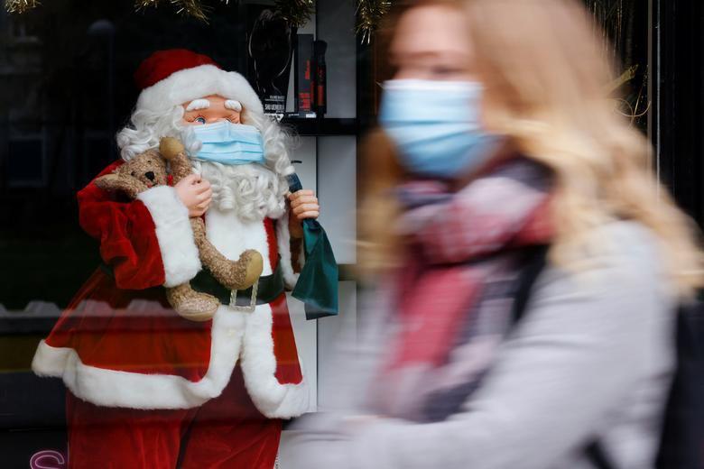 Ảnh: Khắp nơi trên thế giới chào đón Giáng sinh năm 2020 theo cách đặc biệt - Ảnh 5.