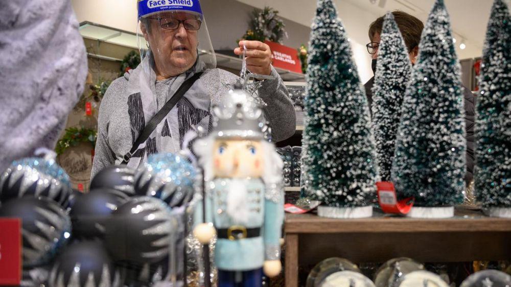 Ảnh: Khắp nơi trên thế giới chào đón Giáng sinh năm 2020 theo cách đặc biệt - Ảnh 6.