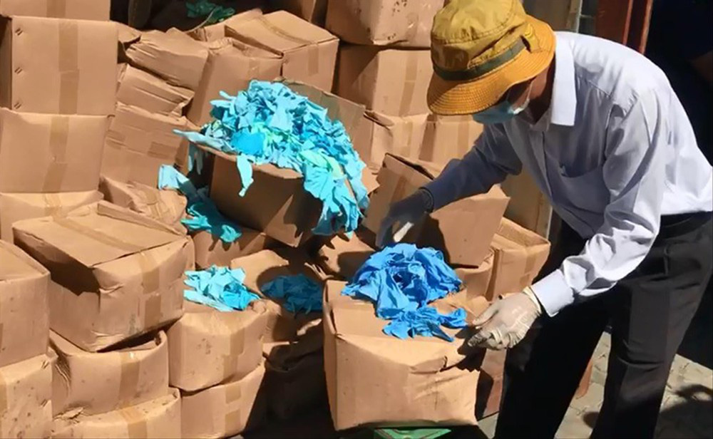 Làm rõ vụ nhập 2 container găng tay y tế đã qua sử dụng - Ảnh 1.