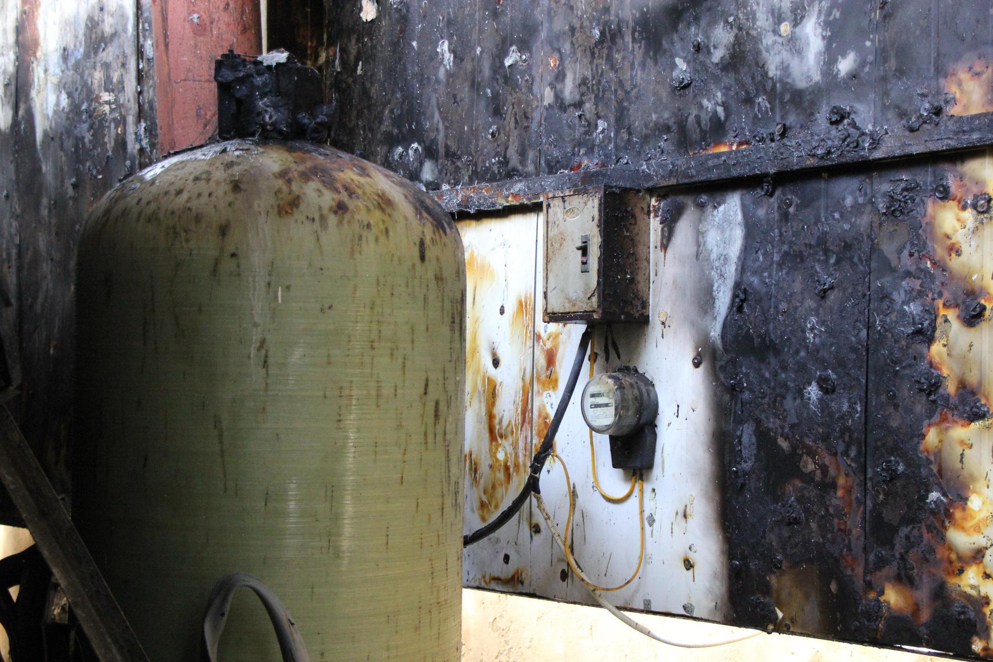Hà Nội: Cháy hệ thống điều hòa chung cư, hàng trăm người hoảng loạn bỏ chạy - Ảnh 7.