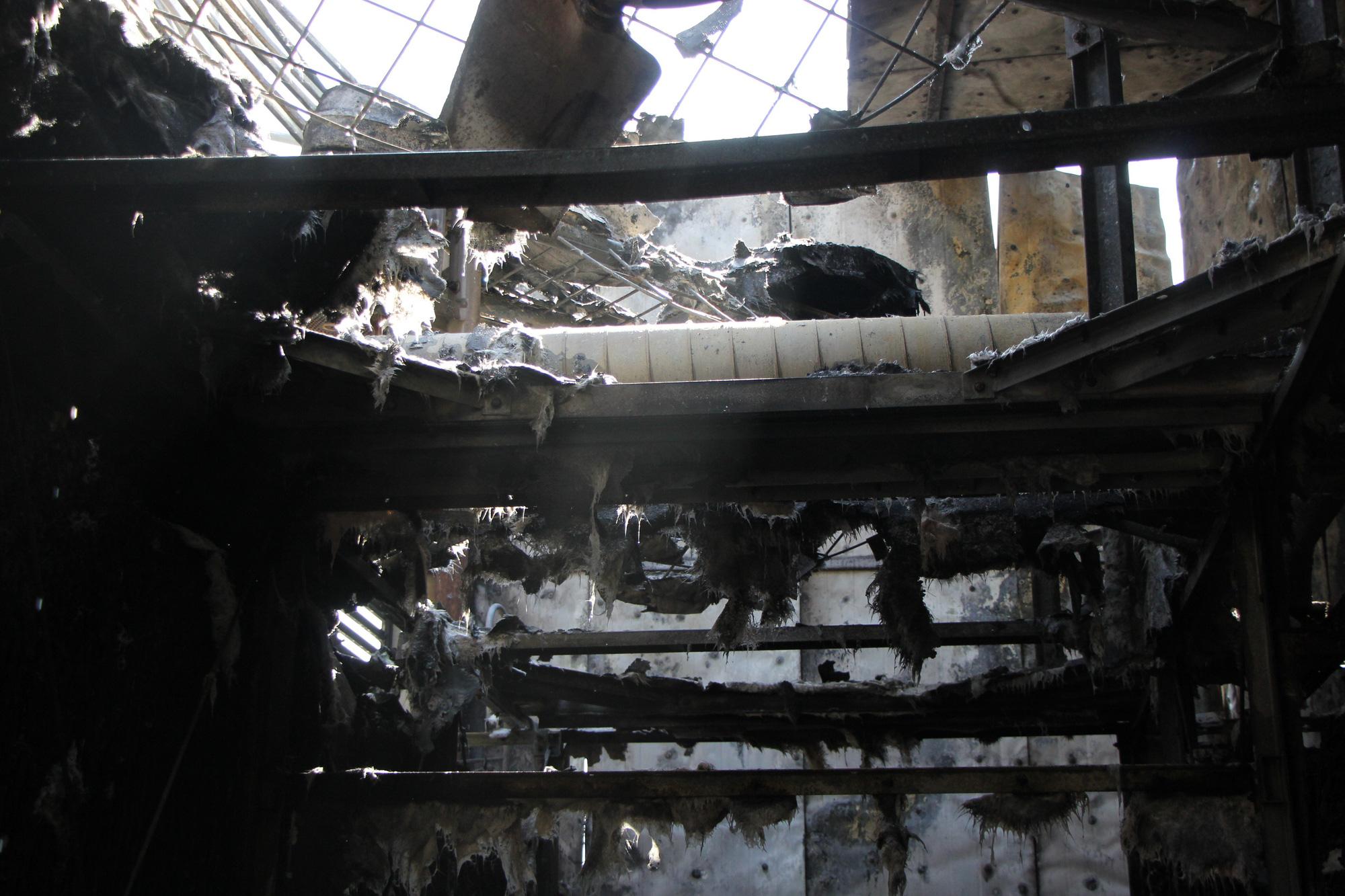 Hà Nội: Cháy hệ thống điều hòa chung cư, hàng trăm người hoảng loạn bỏ chạy - Ảnh 6.