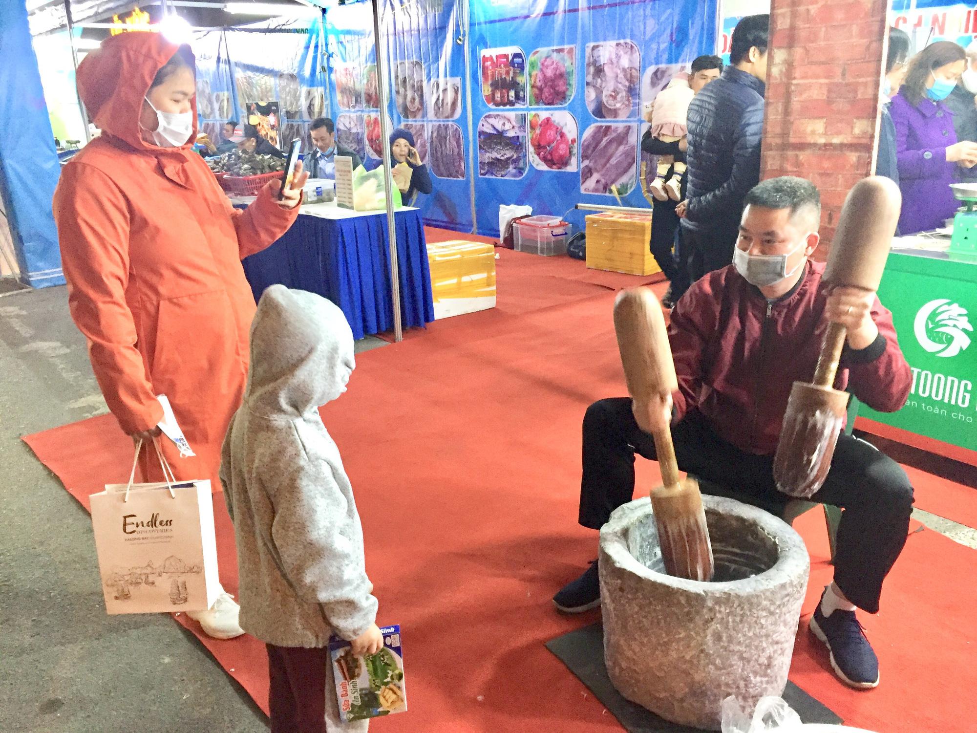 Hàng trăm đặc sản Quảng Ninh bày bán ở Hà Nội, có nước mắm sá sùng- nước mắm của loại hải sản đắt như vàng - Ảnh 5.