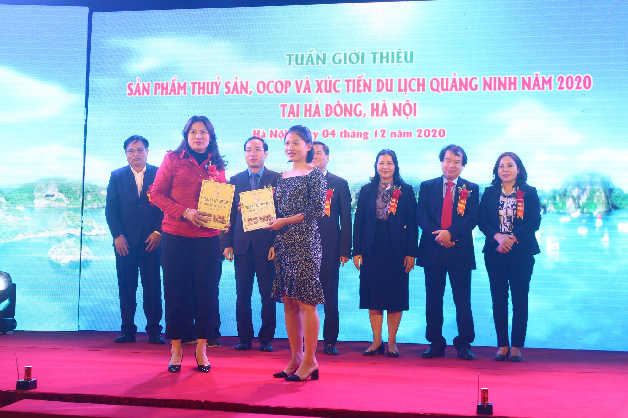 Hàng trăm đặc sản Quảng Ninh bày bán ở Hà Nội, có nước mắm sá sùng- nước mắm của loại hải sản đắt như vàng - Ảnh 8.