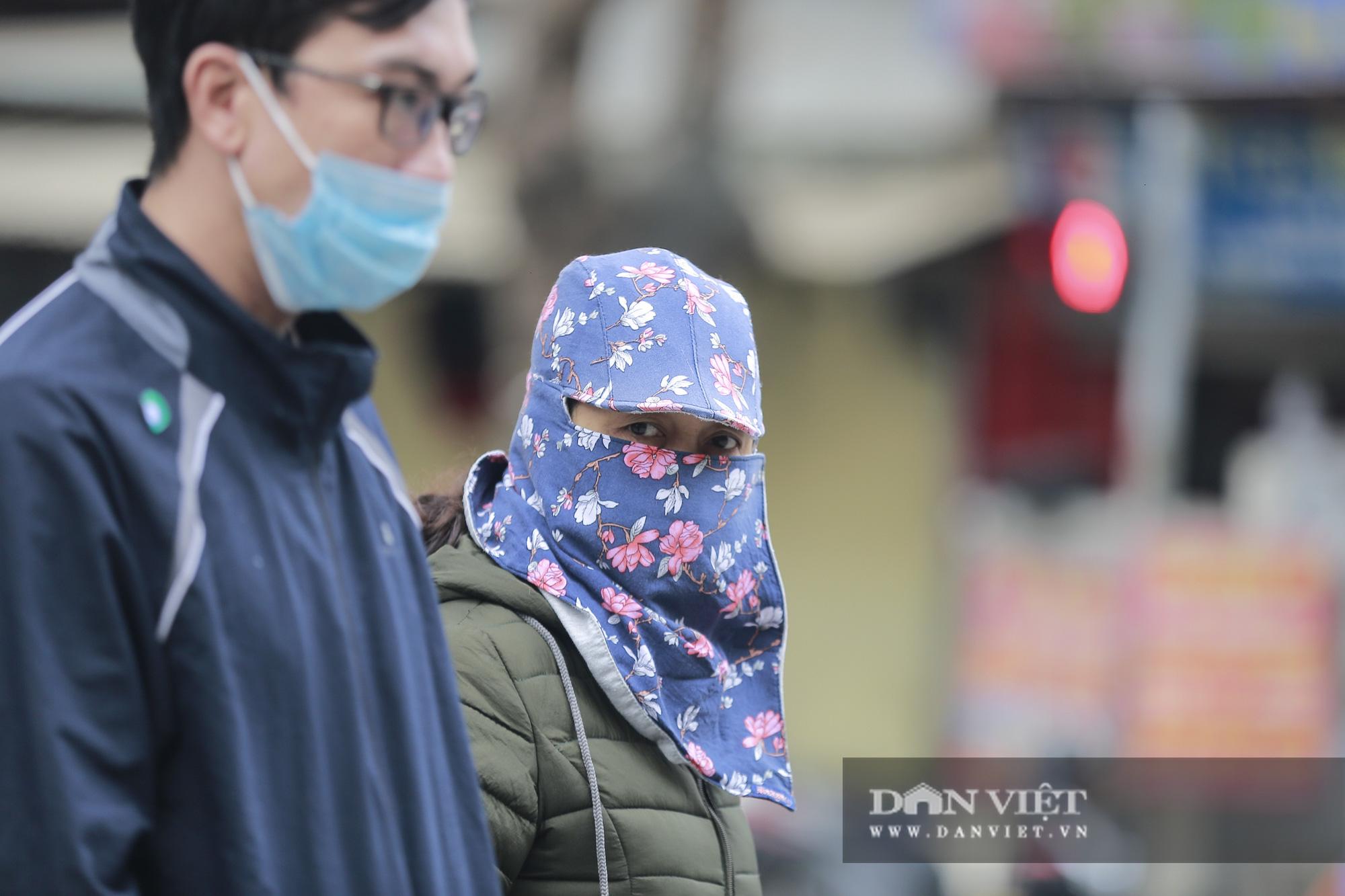 Không khí lạnh tăng cường, người Hà Nội co ro trong cái lạnh 12 độ - Ảnh 3.