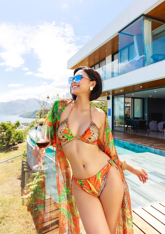 """Mỹ nhân cao 1,75m đẹp như """"chị em sinh đôi"""" với Tăng Thanh Hà mặc bikini quyến rũ hút mắt - Ảnh 1."""