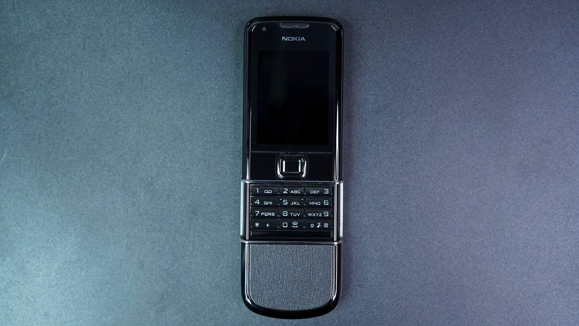 """Đây là điều làm nên sự """"quý tộc"""" của điện thoại Nokia 8800 - Ảnh 1."""