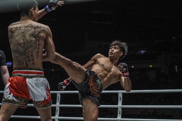 Hạ knock-out Yuta Watanabe, vì sao Nguyễn Trần Duy Nhất lại... quỳ gối? - Ảnh 1.