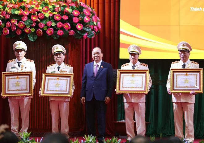 Bốn Thứ trưởng Bộ Công an nhận phần thưởng cao quý - Ảnh 1.