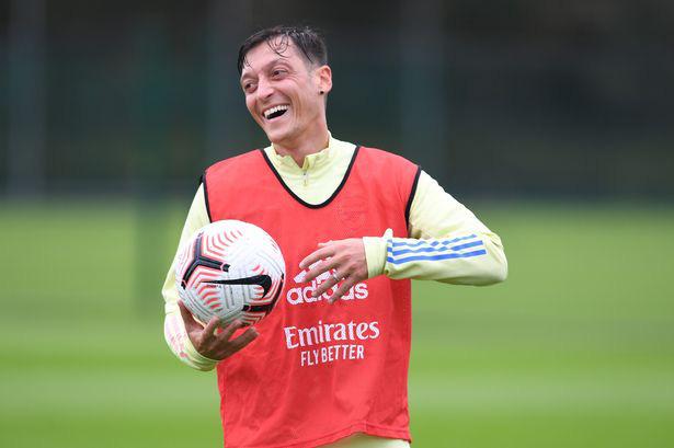 Nếu lại Arsenal, Ozil sẽ không được thi đấu.