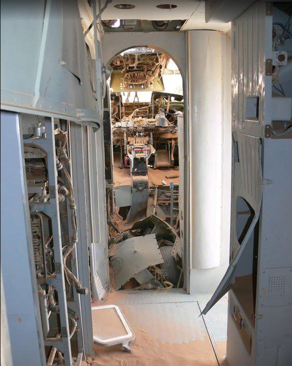 Phát hiện máy bay bị bỏ rơi bí ẩn trên sa mạc - có thể là MH370 - Ảnh 2.