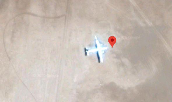 Phát hiện máy bay bị bỏ rơi bí ẩn trên sa mạc - có thể là MH370 - Ảnh 1.