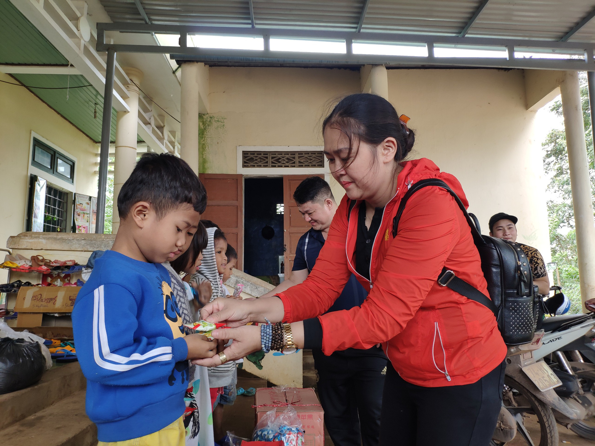 """Báo Điện tử Dân Việt kêu gọi mang """"Đông ấm"""" về với học sinh nghèo Quảng Trị - Ảnh 5."""