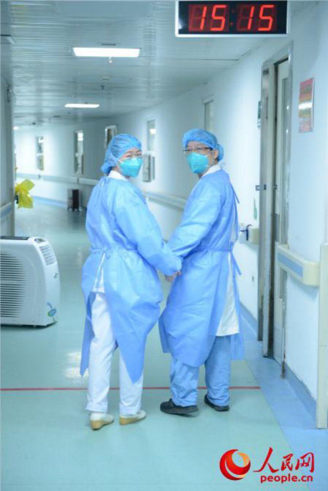 Rơi nước mắt trước chuyện tình các y bác sĩ giữa tâm dịch Vũ Hán - Ảnh 4.