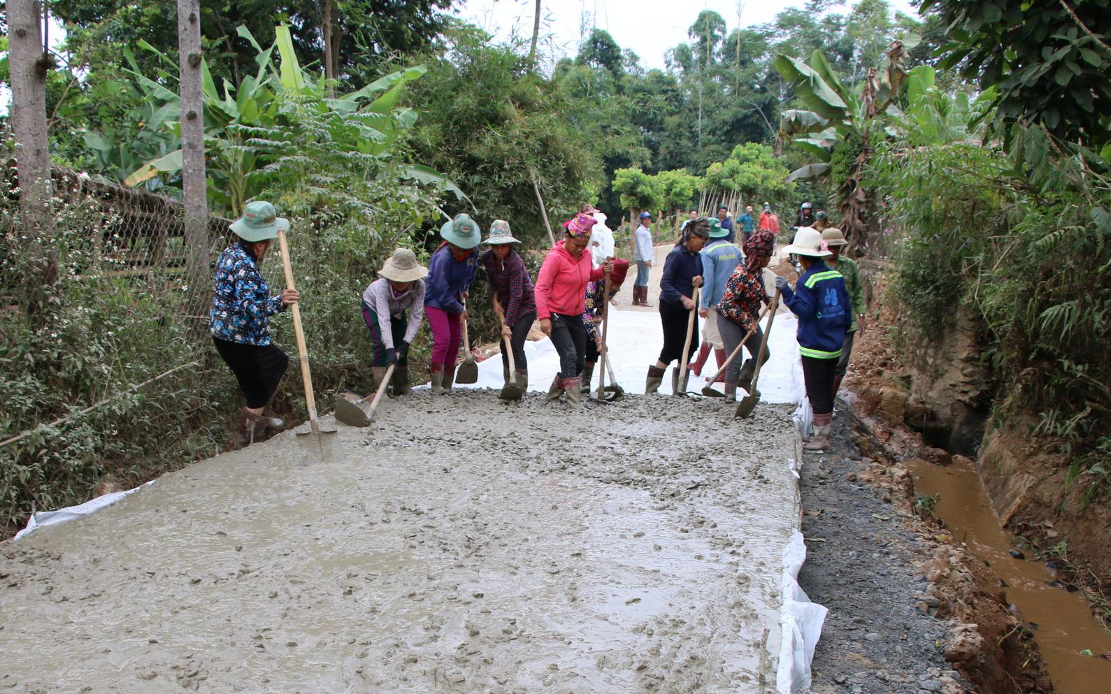 Nông dân Sơn La tích cực tham gia xây dựng nông thôn mới