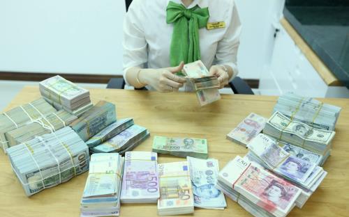 """Tỷ giá ngoại tệ hôm nay 18/2 """"nguội"""" so với thế giới"""