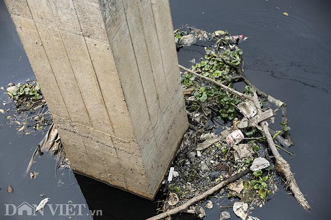 Sông Nhuệ bị bức tử bởi rác - Ảnh 6.