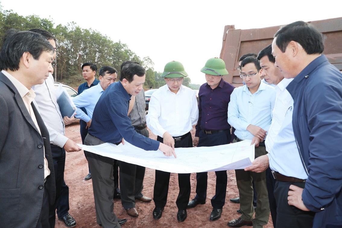 Các dự án giao thông ở Vân Đồn bị thúc tiến độ GPMB - Ảnh 1.