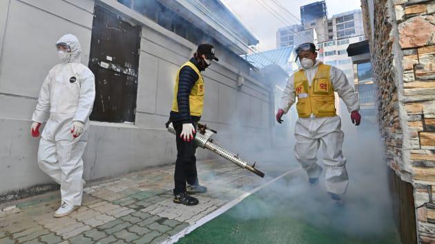 Chứng khoán Châu Á chìm sâu khi số ca nhiễm virus corona tại Hàn Quốc vượt mốc 2.000 - Ảnh 1.