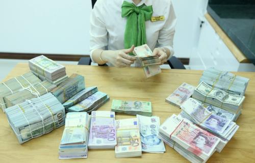 Tỷ giá ngoại tệ hôm nay 28/2 vẫn chưa dứt đà giảm - Ảnh 1.
