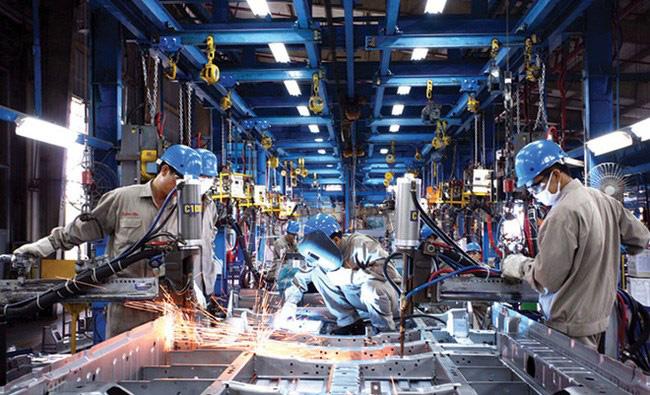Dịch Covid-19 khiến sản xuất công nghiệp giảm 50% đà tăng - Ảnh 1.