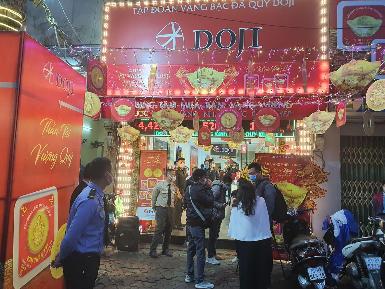 """Ngày vía Thần Tài: Doji không vì lợi nhuận nhưng """"ăn dày"""" nhất - Ảnh 1."""