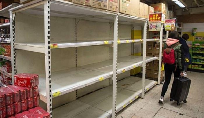 Hàng hóa siêu thị Vũ Hán trống trơn giữa 'tâm dịch' virus corona - Ảnh 2.