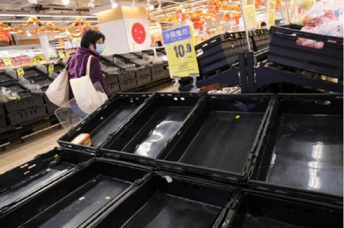Hàng hóa siêu thị Vũ Hán trống trơn giữa 'tâm dịch' virus corona - Ảnh 4.