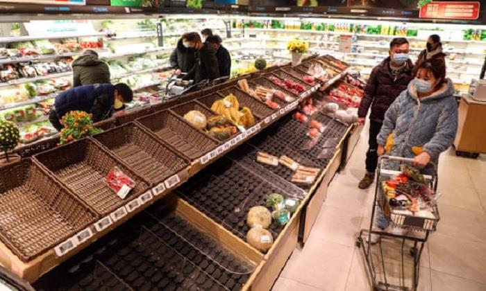 Hàng hóa siêu thị Vũ Hán trống trơn giữa 'tâm dịch' virus corona - Ảnh 8.