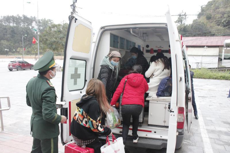 Cận cảnh khu cách ly người từ Trung Quốc về Việt Nam tại Lạng Sơn - Ảnh 1.
