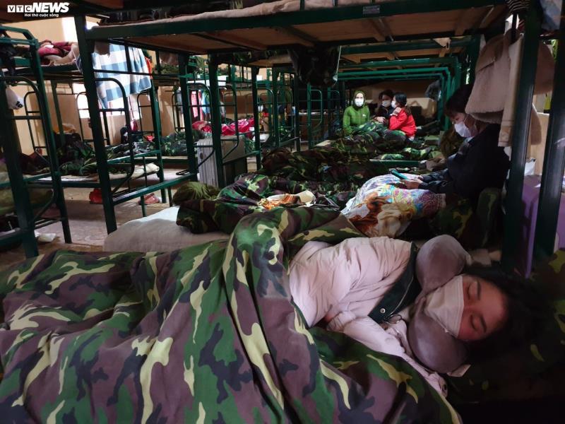 Cận cảnh khu cách ly người từ Trung Quốc về Việt Nam tại Lạng Sơn - Ảnh 7.