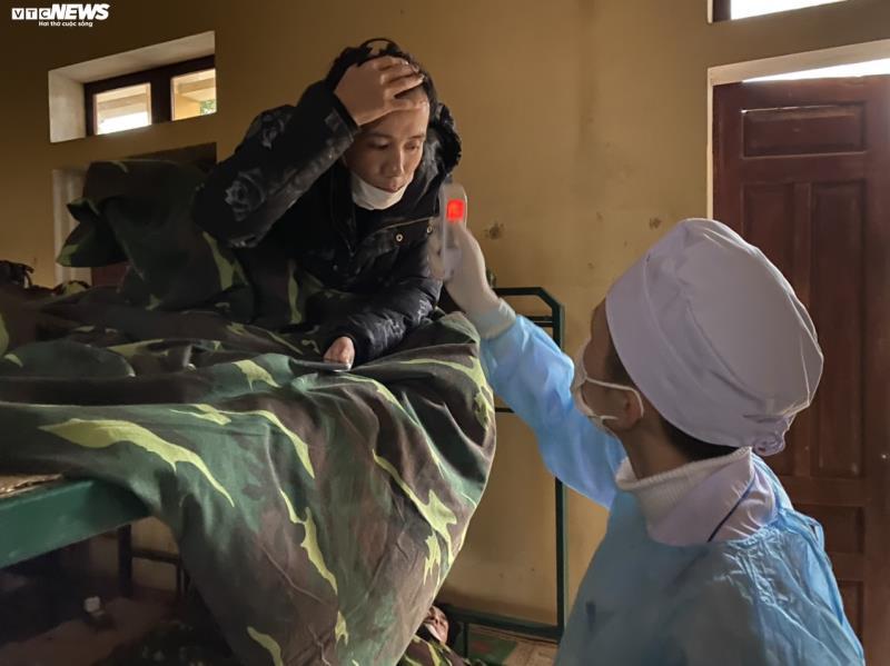 Cận cảnh khu cách ly người từ Trung Quốc về Việt Nam tại Lạng Sơn - Ảnh 10.