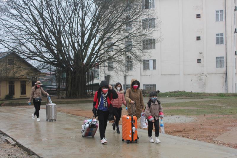 Cận cảnh khu cách ly người từ Trung Quốc về Việt Nam tại Lạng Sơn - Ảnh 4.