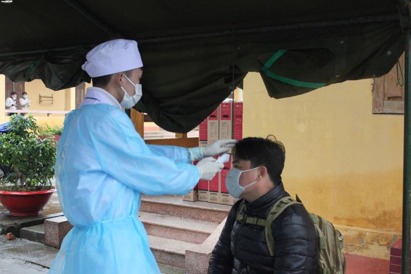 Cận cảnh khu cách ly người từ Trung Quốc về Việt Nam tại Lạng Sơn - Ảnh 3.