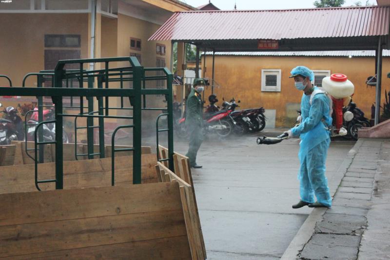 Cận cảnh khu cách ly người từ Trung Quốc về Việt Nam tại Lạng Sơn - Ảnh 11.