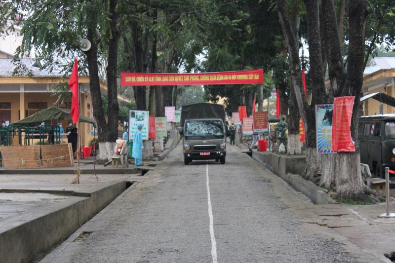 Cận cảnh khu cách ly người từ Trung Quốc về Việt Nam tại Lạng Sơn - Ảnh 12.