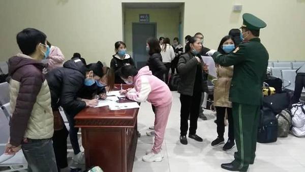Cách ly 14 ngày 70 công dân Việt Nam đi lao động chui tại Trung Quốc - Ảnh 1.