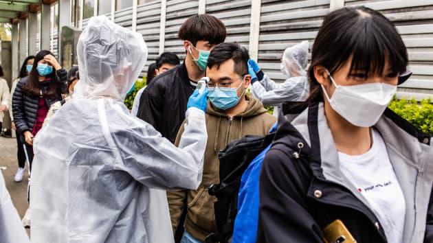 Không riêng Nhà Trắng, chuyên gia cũng mất niềm tin vào số ca nhiễm virus corona tại Trung Quốc - Ảnh 1.