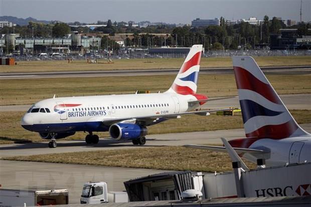 Nhiều hãng hàng không hủy chuyến bay tới Italy và Israel - Ảnh 1.