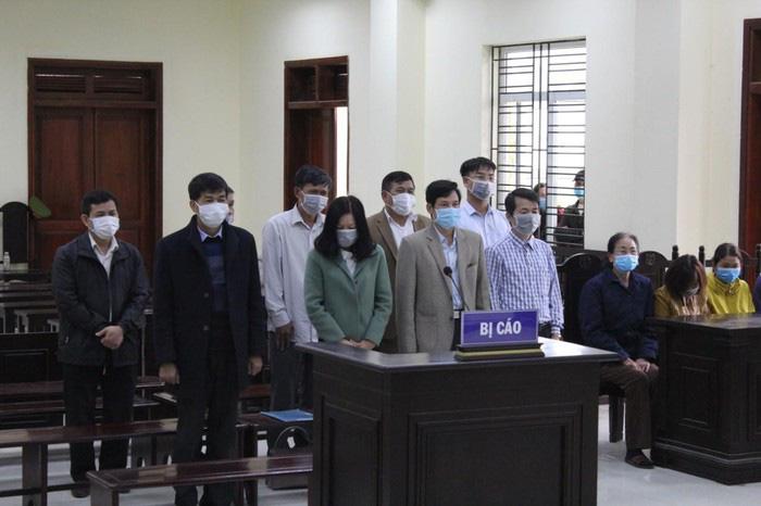 Xét xử 5 cán bộ Thanh tra tỉnh Thanh Hóa ép doanh nghiệp đưa tiền - Ảnh 1.