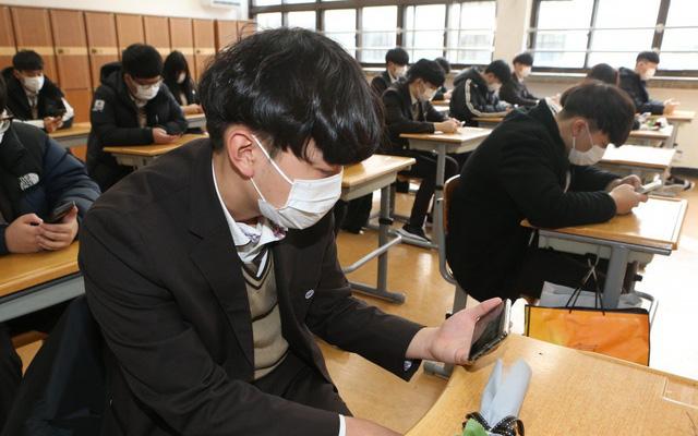 Sinh viên Hàn Quốc đòi trả lại tiền học vì dịch virus corona
