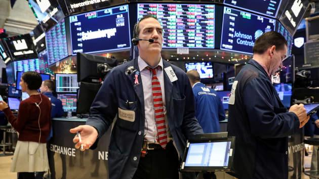 Dow Jones và S&P 500 giảm hơn 11%, chứng khoán Mỹ lại ngừng giao dịch - Ảnh 1.